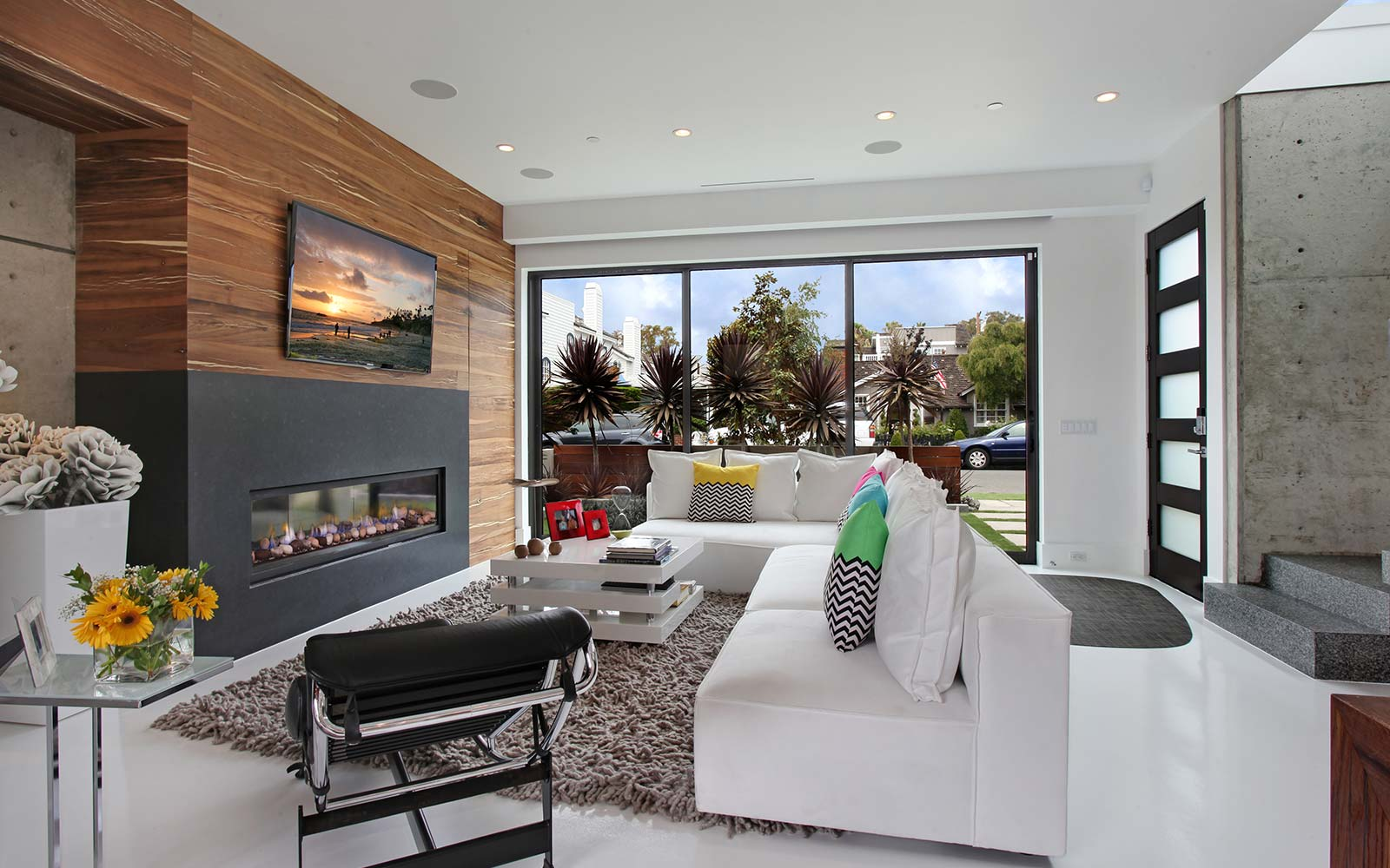 acacia-contemporary-great-room-street-view
