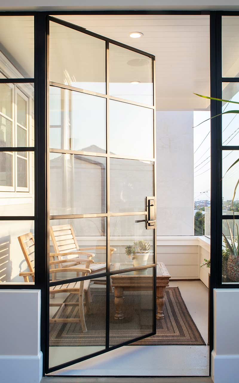 poppy-modern-farmhouse-art-room-balcony
