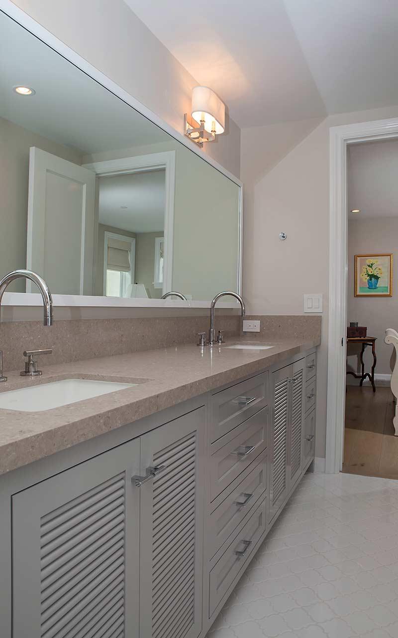 poppy-modern-farmhouse-jack-and-jill-bathroom
