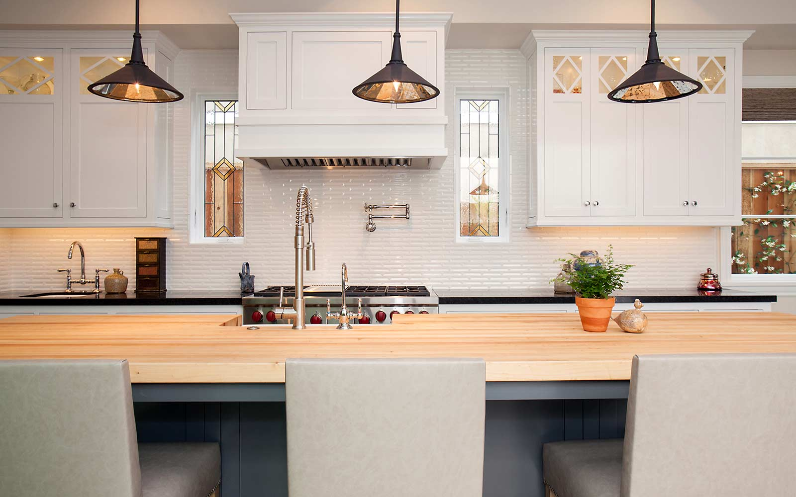 poppy-modern-farmhouse-kitchen-backsplash