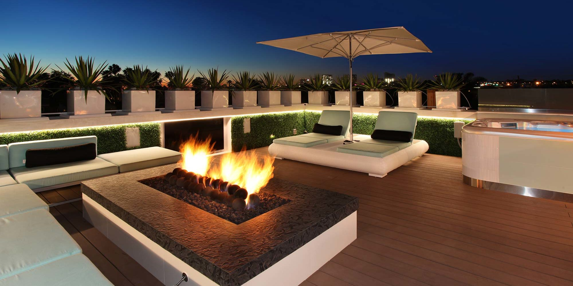 acacia-contemporary-roof-deck-evening